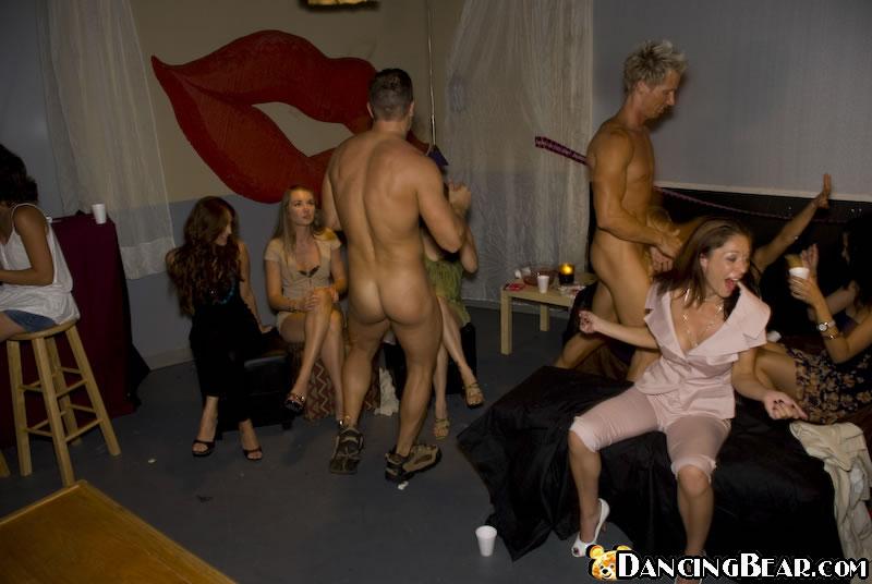 video-striptizer-na-devishnike